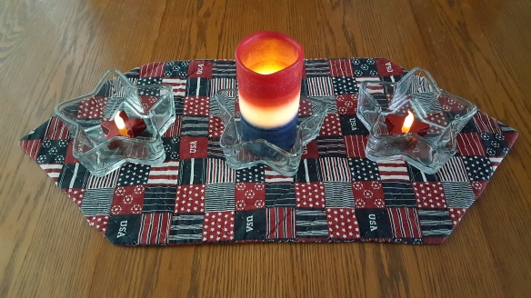 "Dollar Store Patriotic Tablescape ""Same Bandannas, Different Wreath"" frugalfish.org"
