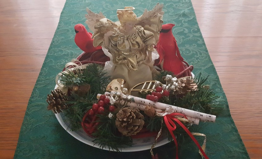 """Angel and Cardinals Centerpiece """"2017 Christmas Tour"""" frugalfish.org"""